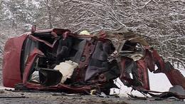 Életveszélyes sérült! Busszal ütközött az autó