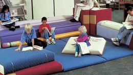 Ha egy tervező kislánya unatkozik a könyvtárban...