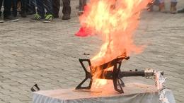 Látványos bemutatóval a tűzesetek ellen
