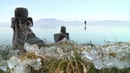 Expedíció a Balatonnál: szánon mentek a jégre a kutatók