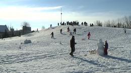 Előkerültek a szánkók, épülnek a hóemberek