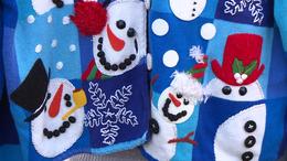 A szekrények mélyéről előkerültek a karácsonyi pulcsik