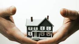 Lefelé ívelnek az ingatlanárak