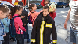 Gyerekek lepték el a tűzoltóságot