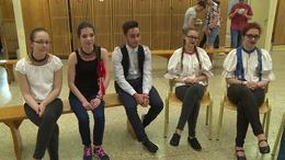 Népviseletben mentek iskolába az Együdös táncosok
