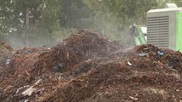 Gyűjtik a komposztnak valót