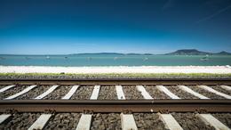 Sokan vonatoznak a Balatonhoz