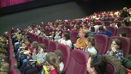 Moziélményt kaptak ajándékba a hátrányos helyzetű iskolások