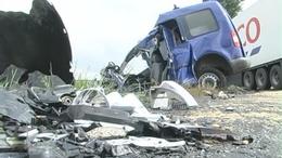 Halálos baleset: kamion és kisteherautó ütközött