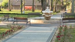 Véghajrájához érkezett a kaposvári Színház park felújítása