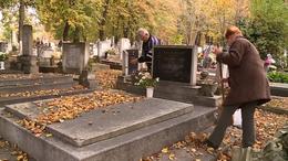 A temetőkben is fontos a maszkviselés és a távolságtartás