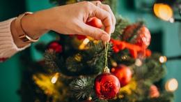 Ezekkel a zenékkel még a karácsonyfa díszítés is jobban megy!