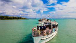 Díszszemlével ünnepelt a Balatoni Hajózás