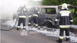 Kiégett egy kisteherautó