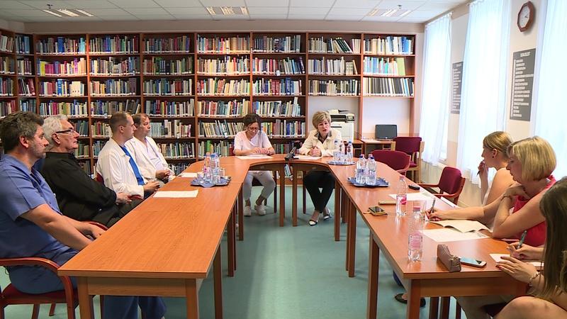 Sajtótájékoztatón számoltak be a fejleményekről hétfőn a Kaposi Mór Oktató Kórházban