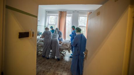 Koronavírus: 152 beteg halt meg egy nap alatt