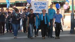 Éneklés és séta az autizmus világnapján