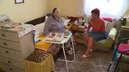 Több gondozási időt kapnak az idős rászorulók