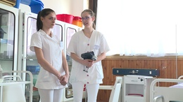 Négy lépcsős béremelést kapnak az ápolók