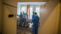 4374 koronavírusos beteget ápolnak kórházban