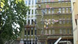 Bontják a siófoki  kórház épületét