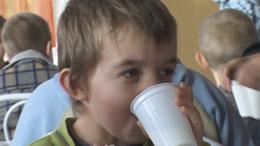 Videóval! A somogyi gyerekek egy része csak az iskolában jut tejhez