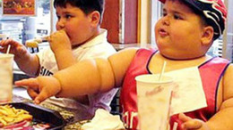Elhízás ellen: tesióra naponta