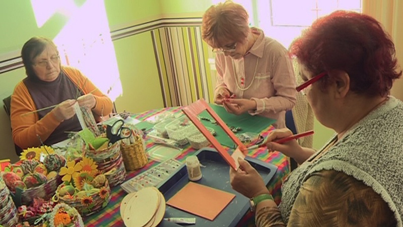 Nyugdíjasok dolgoznak egy kaposvári szociális szövetkezetben