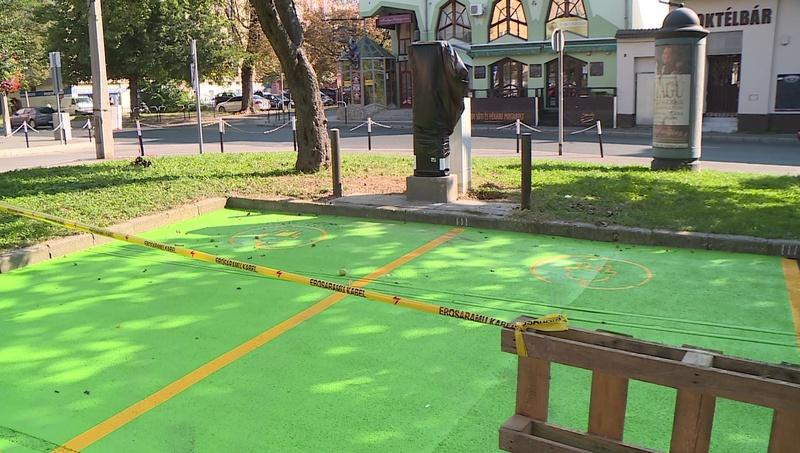 Rövidesen elkészül a Kaposvárra tervezett elektromos autótöltő parkolók egy része.