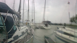 Elsüllyedt egy csónak, megfeneklett egy hajó a Balatonon
