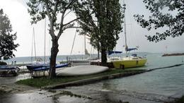 A viharos idő betett a Balaton-partnak