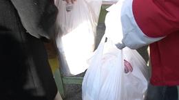 Élelmiszercsomagot kaptak a rászorulók
