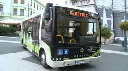 Elektromos busz gurult be a Kossuth térre