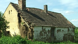 Romokban állnak a házak a megyében
