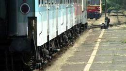 Leesett a vonatról, súlyosan megsérült a 20 éves lány