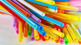 Leszámolnak az egyszer használatos műanyagokkal