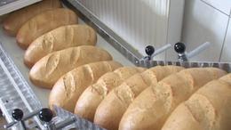 Három hullámban drágul a kenyér