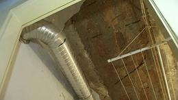 Megjavíttatja a plafont a taszári lakásban a Honvédelmi Minisztérium