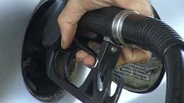 Péntektől olcsóbb a tankolás