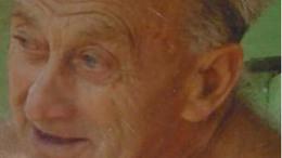 Keresnek egy idős kaposfői férfit