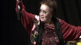 Csákányi Eszter újra a kaposvári színpadon