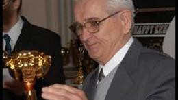 Elhunyt Kertész István