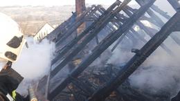 Huszonnégy tűzoltó dolgozott a lángok elfojtásán