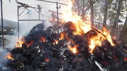 Ezer lángoló bála oltásához riasztották a siófoki tűzoltókat