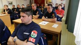 Iskolapadban a tűzoltók