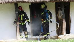 Szimulált tűz ütött ki a Szennai Skanzenben