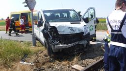 Kisbusznak ütközött egy vonat Somogyban