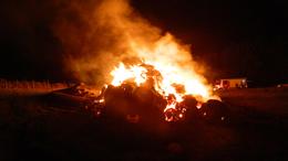 Körbálák lángoltak az éjjel