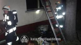Bútorok lángoltak a Balatonnál