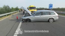 Kitört a kereke egy autónak az M7-esen